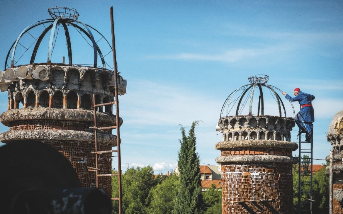 OMG Magazine - Other Me God - Bezield leven - Spiritualiteit zingeving - Artikel monnik Don Justo kathedraal klooster in Spanje